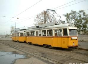 UV villamos a hagyományos budapesti festéssel. (forrás: Láng Dávid)
