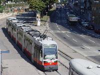 A 638-as pályaszámú, 6 egységes ULF Bécs 6-os számú villamosvonalán. (forrás: Vitézy Dávid)