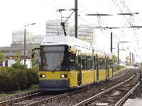 A 2018-as pályaszámú, kétirányú AdTranz alacsonypadlós a 8-as vonalon, Beilsteiner strasse megállónál. (forrás: Vitézy Dávid)