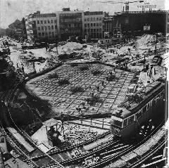 Háromkocsis UV a 44-esen a Blaha Lujza téri aluljáró építésekor, a 60-as években., Blaha Lujza tér, Budapest