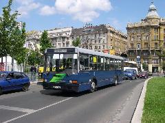 A Belvárosban közlekedő 105-ös buszt a hétköznap délelőtti időszakban ritkítanák., Erzsébet tér, Budapest (forrás: Istvánfi Péter)