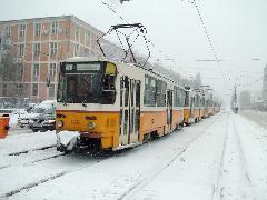 A 14-es villamoson hétvégén is háromkocsis szerelvények közlkednek, de a kisebb szerelvények helyett inkább ritkítanak: 7-8-ról 10 percre., Budapest (forrás: Németh Zoltán Gábor)