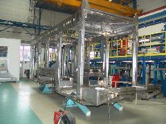Egy Combino fejmodul készre hegesztett váza. Az előrenyúló konzolra kerül a vezetőfülke., Siemens-SGP gyár, Bécs (forrás: Siemens)
