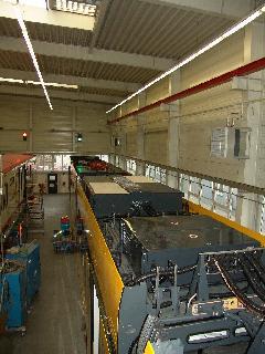 A jármű teteje, rajta az áramszedő- illetve a hajtáskonténerek., Siemens-SGP gyár, Bécs (forrás: Siemens)