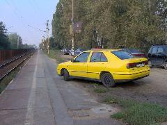 Spontán P+R parkoló a peronokon, Érd felső, Érd (forrás: Friedl Ferenc)