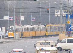 Nagyjából 107 méternyi villamos érkezik., Könyves Kálmán körút, Budapest (forrás: Hajtó Bálint)