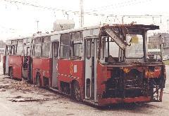 Ennyi maradt a legelső, 100-as pályaszámú Ikarus csuklós troliból. Lerabolták, majd miután menthetetlennek ítélték, szétvágták., BKV Troligarázs, Pongrác út, Budapest (forrás: VEKE)
