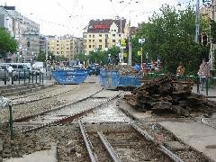 Megszüntetett vágánykapcsolat. Ugyan erre csak üzemi menetek közlekedtek, de hiánya érződni fog a mindennapokban. Úgy tudjuk, a tervek nem ezt tartalmazták... A budapesti villamoshálózat lépésről lépésre történő visszafejlesztése tovább folyik. Meddig még?, Moszkva tér, Budapest (forrás: VEKE)