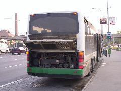 A túlmelegedett motor miatt gyakran kinyitották a takarólemezeket., Népliget, Budapest (forrás: Szőke Lajos)