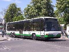 Kigyulladt két Neoplan autóbusz Érd térségében