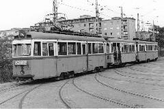 Az 52A viszonylat a nagyforgalmú Üllői úti vonalon közlekedett. A képen az M+P+M összeállítású vonat a Száva Kocsiszínben látható. (Dióslaki Lajos felvétele)