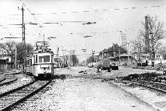 Az észak-déli metróvonal Nagyvárad tér - Kőbánya-Kispest közötti szakaszát a felszínről építették. Ekkor a közúti forgalom nem mindig, de a villamosvasúti közlekedés minden alkalommal fennmaradt ideiglenes vágányok használatával. (forrás: Nagy Zsolt Levente gyűjteménye)