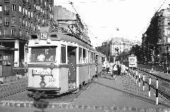 A 3441-es UV-val az élen a 42-es villamos a Madách Imre térre érkezett. (forrás: Nagy Zsolt Levente gyűjteménye)