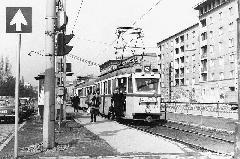 Az Üllői út ekkor még sokkal barátságosabb képet mutatott: nem volt városi autópálya, hanem villamosvágányok futottak rajta. (forrás: BKV Archívum)