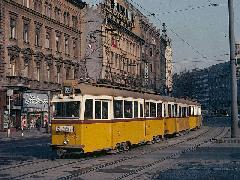 Az 52-es villamos a Kiskörúton - ma már a villanytelepi végállomás és az Üllői úti vonal is a múlté. (forrás: Heinz Heider)