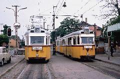 Az 52-es és a 31-es villamos a pacsirtatelepi végállomáson. Érdekes, hogy a 31-es kocsija (3379) 2006-ban az utolsó forgalmi UV szerelvény volt a 42-es vonalán. (forrás: Harald Tschirner)
