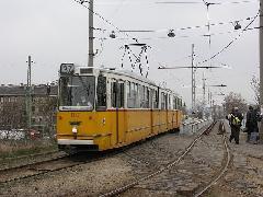 A 37-es villamos a 29-es vonal kiágazásánál halad - az utasok számára a legközelebbi megálló, a Pongrác úti is csak körülményesen közelíthető meg, Expo  tér, Budapest (forrás: Müller Péter)