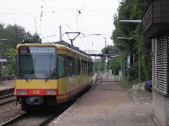 Elővárosi villamos a vasúti főjelző szabad jelzésére rövidesen indul, Bahnhof, Grötzingen (forrás: Németh Attila)
