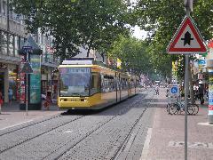 Háromrészes alacsonypadlós villamosok csatolt üzemben, Kaiserstrasse, Karlsruhe (forrás: Németh Attila)