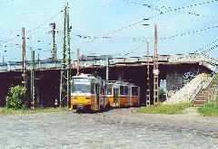 A 4111 psz. Tatra motorkocsi párjával az Őrháznál, 2000. május 5-én, Őrház, Budapest (forrás: Szelényi Gábor)