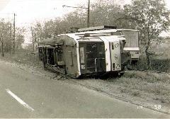 A 4137 psz. Tatra motorkocsi siklásos balesete a Gránátos utcai hurokvágányon, Gránátos utca, Budapest (forrás: Németh Zoltán Ádám gyűjteménye)