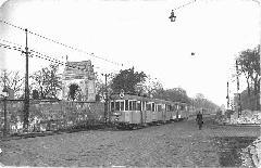 Négykocsis távkapcsolású szerelvény a Salgótarjáni úton: akkor itt még 28-as számmal jártak a villamosok , Kolozsvári utca, Budapest (forrás: BKV Archívum)