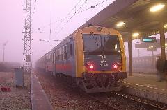 Személyvonat érkezett Budapestről és hamarosan indul is tovább Szolnokra. A szerelvényfordulók feszesek az új menetrendben, Hatvan (forrás: Halász Péter)