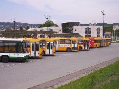 Várakozó buszok az Etele téren, Etele tér, Volánbusz autóbusz-pályaudvar, Budapest (forrás: VEKE)