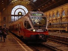 Az első MÁV Flirt - hivatalos nevén 5341 001 - indulásra készen a Keleti pályaudvaron, Keleti pályaudvar, Budapest (forrás: Vitézy Dávid)