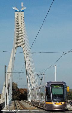 A William Dargan ferdekábeles hidat a Green Line kedvéért építették, Dublin (forrás: www.railfaneurope.net)