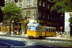A 14-esen a Tátrák érkezéséig jellemző típus volt az FVV-csuklós. Itt éppen a Kádár utcai hurokból kanyarodik a Váci útra. (Ambrus Sándor felvétele)
