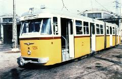 FVV-csuklós az Újpesti kocsiszín udvarán. A típus a Váci úti villamosközlekedés utolsó időszakában volt jellemző a 3-as viszonylatra. (forrás: Németh Zoltán Ádám gyűjteménye)