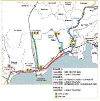 A térképen Nizza villamosfejlesztésének összes jelenleg tervezett fázisa látható. A folyamatos piros vonalon már 2004-től közlekednek az autóbuszok, amelyeket a 2-es villamos 2010-ben vált fel. A 2-es vonal beindulásakor a szaggatott vonalon indul be a zártpályás autóbuszközlekedés, amit a jövőben szintén villamos vált majd fel. A kék vonal a 2006-ra elkészülő 1-es villamost jelöli, illetve szaggatott kékkel annak 2010-re tervezett meghosszabbítását La Trinite-be. Zöld színnel a 2015-re tervezett 3-as vonalat jelölik. (forrás: http://www.tramway-nice.org/)