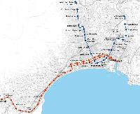 Nizza első két villamosvonalának tervezett nyomvonala. Kékkel az elsőként elkészülő 1-es, pirossal pedig a kezdetben zártpályás buszokkal
