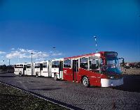 A 26.8 méter hosszú duplacsuklós jármű a világ leghosszabb szériában gyártott városi autóbusza. (forrás: Volvo Buses)