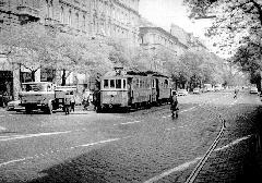 Az ikerkocsik nem mentek be a hurokba a Nyugati pályaudvarnál, hanem a Váci úton kialakított visszafogón fordultak meg. (forrás: Németh Zoltán Ádám gyűjteménye)