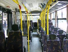 A hátsó utastér. Az elővárosi járatokon az ülőhelyek számának maximalizálása a cél. (forrás: VEKE)
