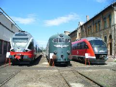 Igazi csemeg várta a vasútbarátokat a külső vágányokon: az új Stadler Flirt és a kicsit régebbi Siemens Desiro között a Hargita állt méltóságteljesen, Északi Járműjavító, Budapest (forrás: Friedl Ferenc)