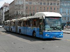 A duplacsuklós próbabusz a Blaha Lujza téren, a 7-es vonalon. (forrás: Dorner Lajos)