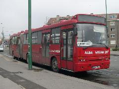 Az elöbbi busz dízel változata jobboldali ajtósra átalakítva Dunaújváros autóbuszállomáson, a Dunaújváros-Nagyvenyim járaton. (forrás: Istvánfi Péter)