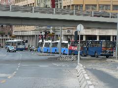 A Rákóczi út függőleges egyenetlenségein a kocsi úgy hullámzik át, hogy a harmadik szekció legvégében ülők akár le is eshetnek az ülésről..., Rákóczi út, Budapest (forrás: Dorner Lajos)
