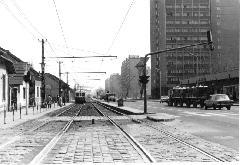 A csepeli végállomás felé tartó HÉV az Ady Endre úton. (forrás: Németh Zoltán Ádám gyűjteménye)
