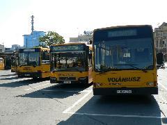 A három viszonylatjelölési módszer még együtt él a Volánbusznál., Árpád híd autóbusz állomás, Budapest (forrás: Dorner Lajos)
