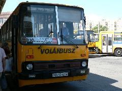 Szükségmegoldás. Az utasok remélhetőleg hamar megkedvelik a számozást., Árpád híd autóbusz állomás, Budapest (forrás: Dorner Lajos)