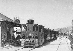 A BHÉV 6-os számú mozdonya a szentendrei vonal Pomáz állomásán. (forrás: Főváros Tömegközlekedésének másfél évszázada)