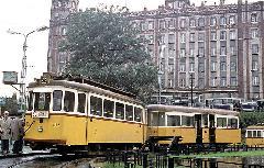 Az 1062-es pályaszámú villamos fordul meg a Moszkva téri hurokban. (forrás: Tim Boric)