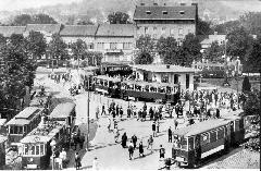 1941 előtt ebben a hurokban fordultak a villamosok a Moszkva téren. Ma a buszparkoló van a helyén. (forrás: Főváros Tömegközlekedésének másfél évszázada )