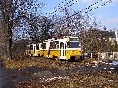 Csatolt Tátra a Riadó utcánál. A csehszlovák gyártmányú kocsik 1983 óta vannak jelen az 56-os vonalon. (forrás: Feld István Márton)