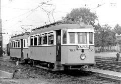 Acélvázasított BBVV-eredetű ikerkocsi Budafok kocsiszín előtt, az azóta megszüntetett 43A viszonylaton. (forrás: A főváros tömegközlekedésének másfél évszázada)