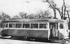 A BKVT F típusból átépített F1a típusú motorkocsi. (forrás: Régi magyar villamosok)